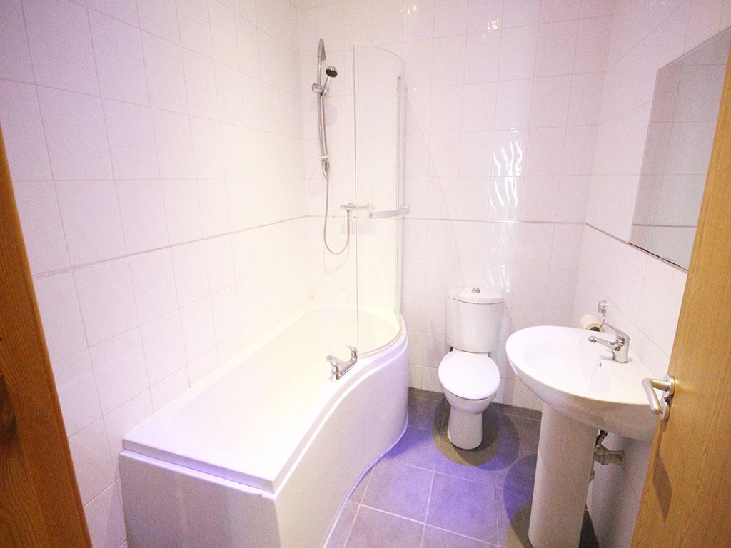 2 bedroom apartment For Sale in Colne - IMG_3444.jpg